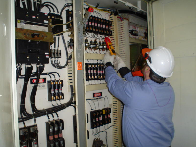 Low Voltage Electrician : Electrical maintenance contracts
